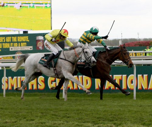 Neptune Collonges and Sunnyhillboy fight out the finish of the 2012 Grand National